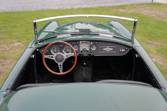 SOLD '59 MGA twin cam roadster – fully restored – one of just 2111 examples